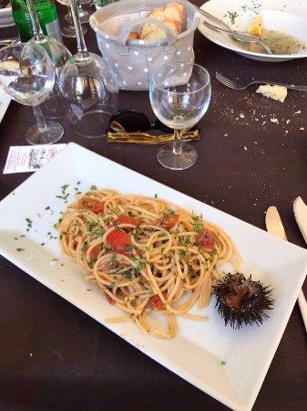 Il Bettolino: Spaghetti con i ricci e fettuccine alla Bobo con cozze e pecorino