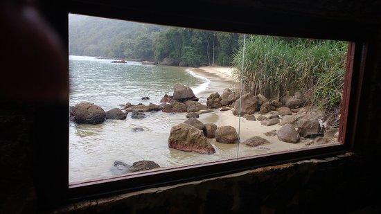 Aquario Hostel: Refeitório. Vista da Praia da Júlia.