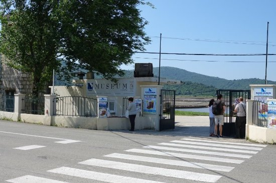 Ston, Croatia: Museum the gate through which you can come closer to the salt fields
