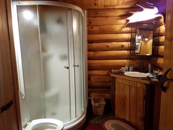 Madawaska, ME: Bathroom