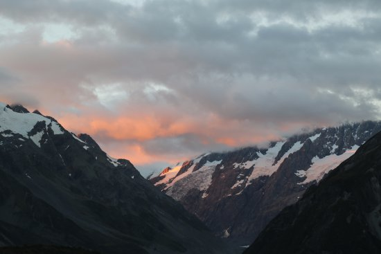 Aoraki Mount Cook National Park (Te Wahipounamu), New Zealand: Sunset view from the trail