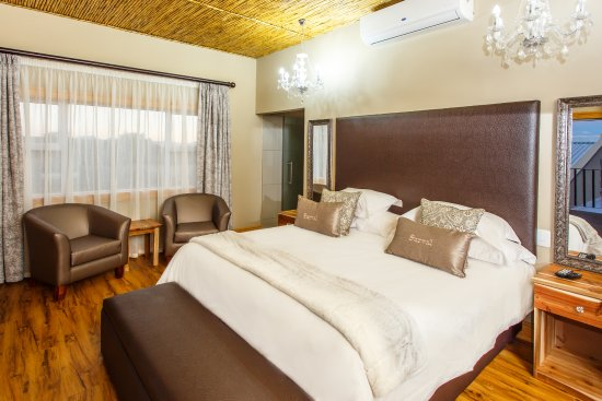 Surval Boutique Olive Estate: Luxury Room - First Floor - Bath & Shower