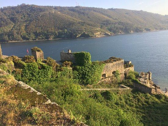 Castle of San Felipe: Vista desde la parte superior, donde se aprecia el abandono que tiene