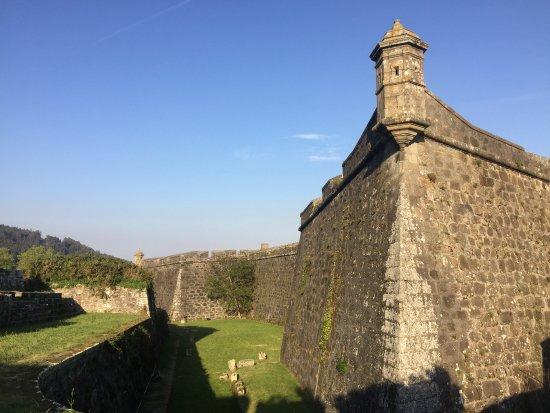 Castle of San Felipe: Zona trasera hasta la que pudimos llegar ya que pensábamos que estaba abandonado
