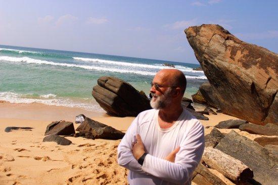 Sri Gemunu Beach Resort: Beach in back of the hotel.