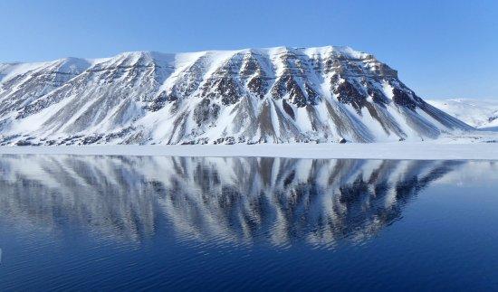 Arctic scenery near Pyramiden