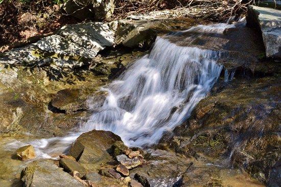Blowing Rock, Carolina del Norte: Cascade along New Years Creek