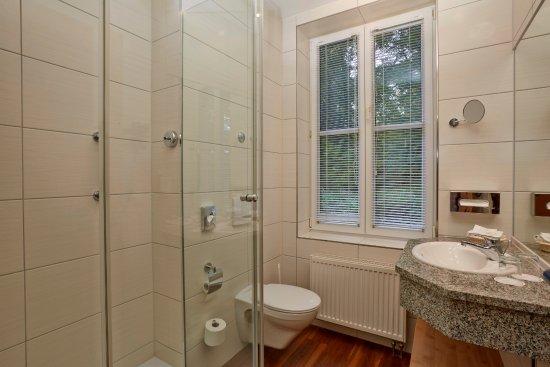 H+ Hotel U0026 SPA Friedrichroda: Moderne Badezimmer Mit Dusche Im H+ Hotel  Friedrichroda