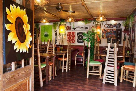 One World Cafe & Bistro: Inside eating area of One World Cafe