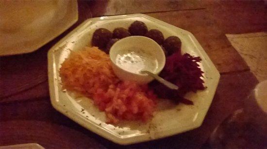 Morere, BA: Falafel com molho de iogurte delicioso