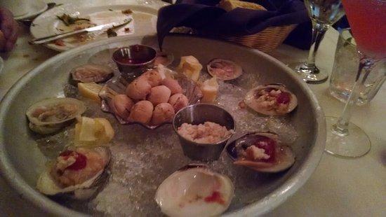 Swedesboro, NJ: Raw clams - fresh and cleaned properly