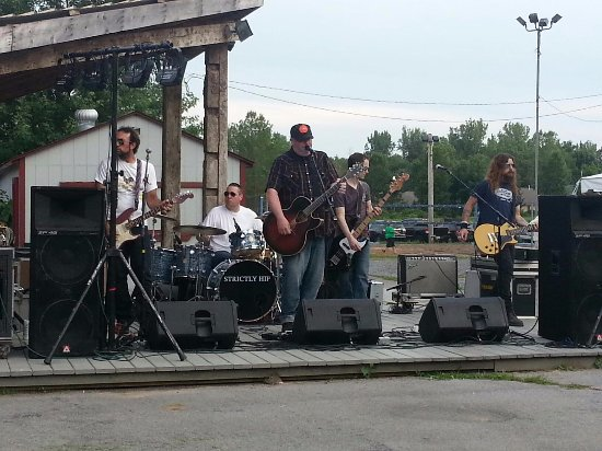 Williamsville, NY: Outdoor Live Music