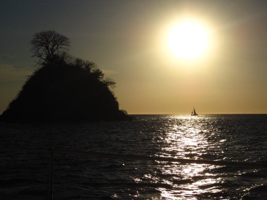 Playa Flamingo, Costa Rica: Sun's going down!