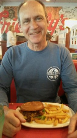 Camp Hill, Pensilvania: Happy Hubby With Pub Burger & Fries!