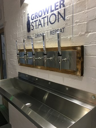 Great Missenden, UK: Fill Drink Repeat !  Malt The Brewery's Growler filling station