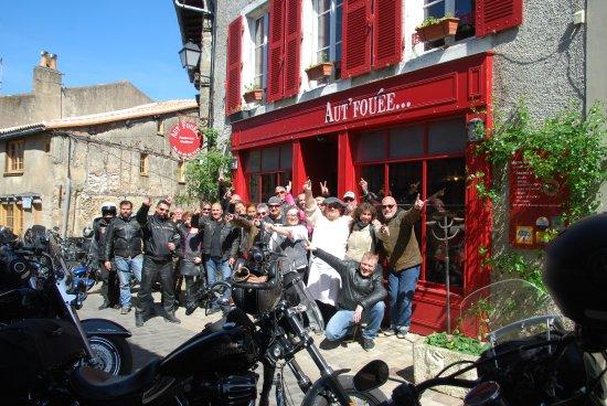 Parthenay, France: devant le restaurant