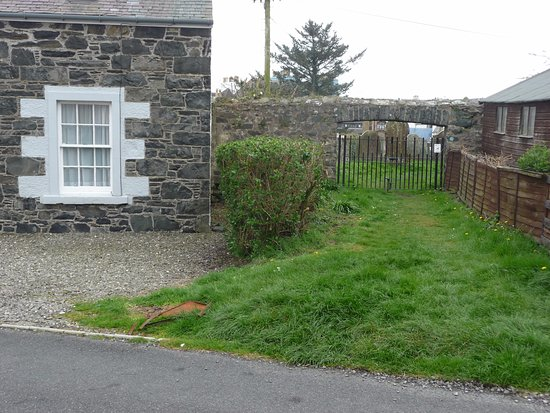St Patrick's Church: Entrance to churchyard is easily missed