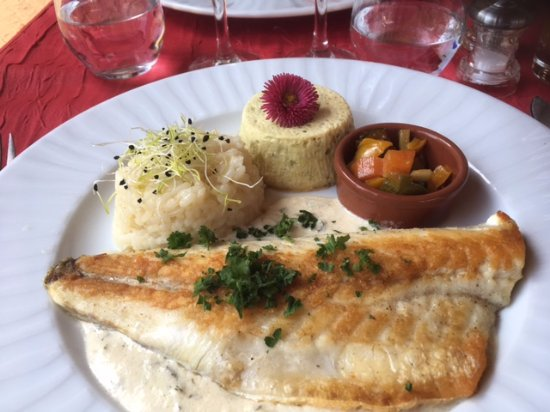 Itteville, France: filet de bar sauce crustacés