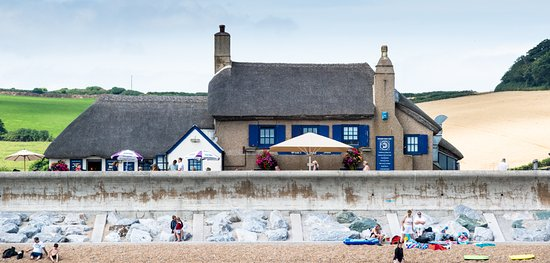 Torcross, UK: Almost on the beach