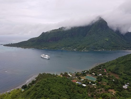Papetoai, French Polynesia: Beautiful view from the top!