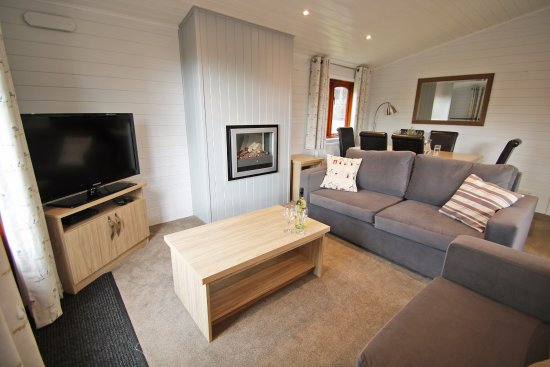 Shorefield Country Park: Superior Lodge Lounge