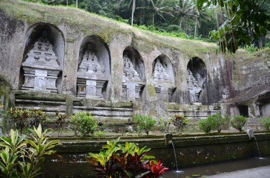 Tegalalang, إندونيسيا: 5 af mindesmærkerne fra ca. 1100