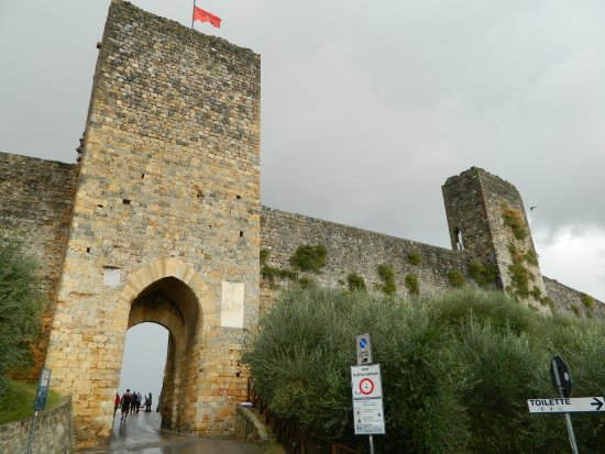 The main gate at Monteriggioni