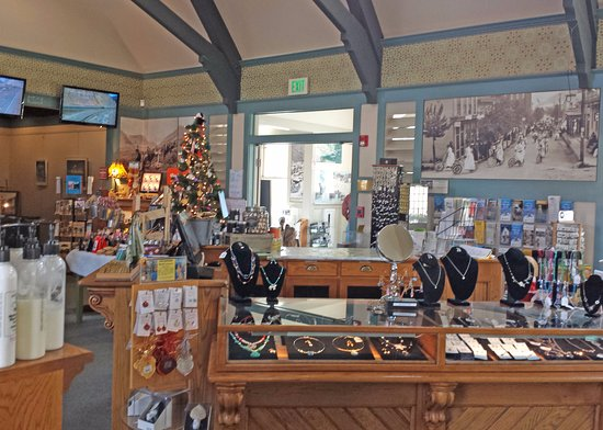 Georgetown, CO: Gift Shop near Christmas