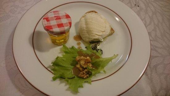 Argentat, France: cabecou miel