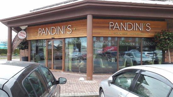 Clondalkin, İrlanda: Pandinis at Newlands Cross Dublin