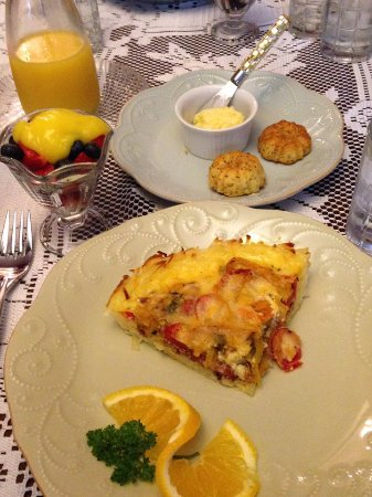 The Inn Around The Corner: Quiche Breakfast