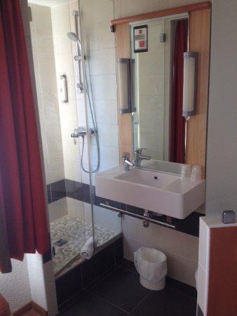 salle d\'eau ouverte sur la chambre \