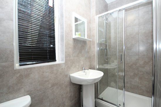 Barrow-in-Furness, UK: Shower Room