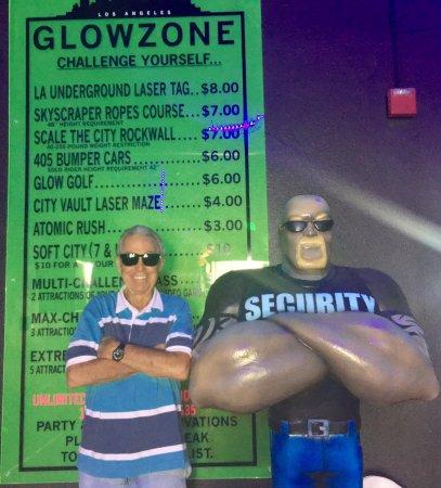 Woodland, كاليفورنيا: TravelinAlan at the Glowzone