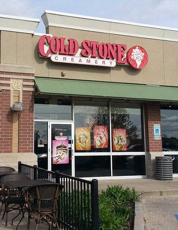 Lake in the Hills, IL: front of & entrance to Cold Stone Creamery