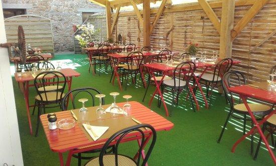 Landivisiau, Frankrig: Déjeuner en terrasse...