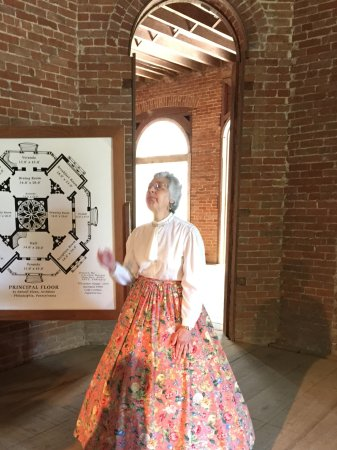 Natchez, MS: A charming docent explains the octangonal floorplan.