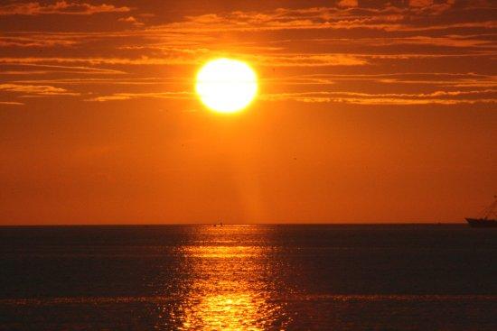 Scharendijke, Países Bajos: Zonsondergang op het strand