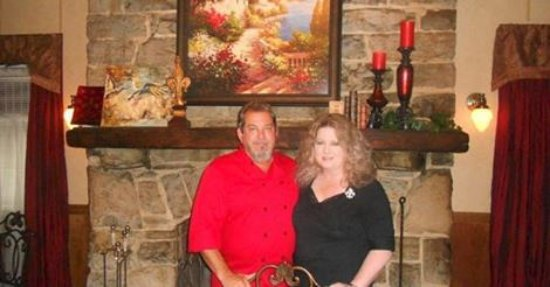 Columbia, Tennessee: Owners Chef Randy & Elizabeth Landry in Fireplace Room