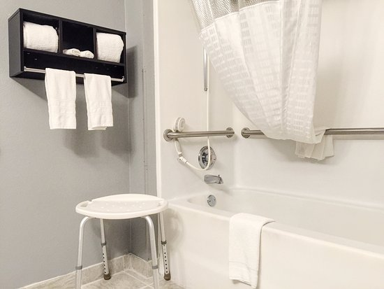 Mount Gilead, OH: Accessible Bathroom