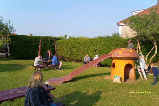 Bexhill-on-Sea, UK: Beer garden and play area