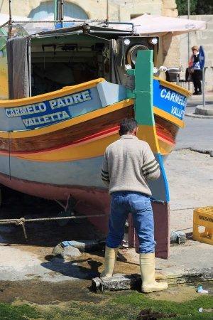 Marsaxlokk, Malte : maintaining the boats