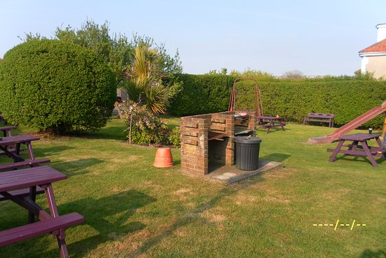 Bexhill-on-Sea, UK: BBQ area