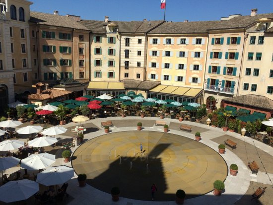 Hotel colosseo zimmer ausblick abendshow picture of - Hotel colosseo europa park ...