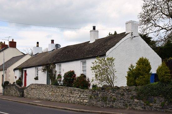 Greyabbey, UK: casa davanti alla chiesa