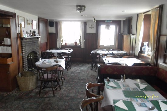 Bexhill-on-Sea, UK: Bar dining area ready for Sunday lunch