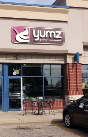 Lake in the Hills, IL: front of & entrance to Yumz Gourmet Frozen Yogurt