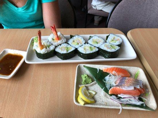 Kohan Restaurant: Tempura shrimp sushi & Salmon sashimi