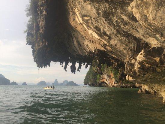 """مدينة بوكيت, تايلاند: Kayaking near the """"Bat"""" cave"""