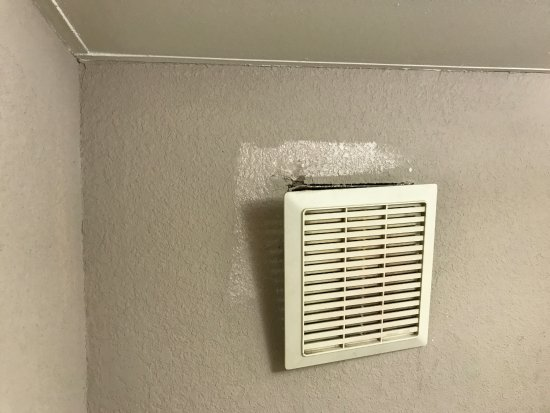 Super 8 Greensboro: Vent cover falling out of wall!